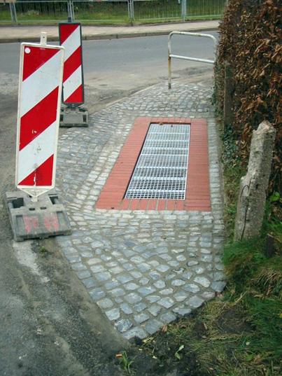 Einlaufbauwerk am Ende eines Straßenbegleitgrabens in HH-Neugraben