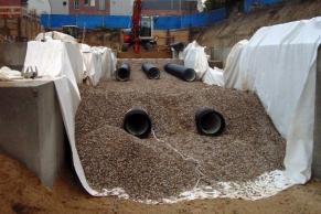 Kunststoffrohre DN700 als Regenwasserspeicher unter einer Wohnanlage in HH-Eppendorf