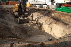 Offene Baugrube mit Böschung