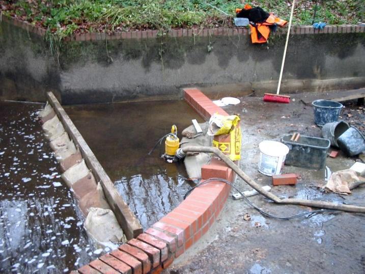 Offene Wasserhaltung an einem Speicherbecken
